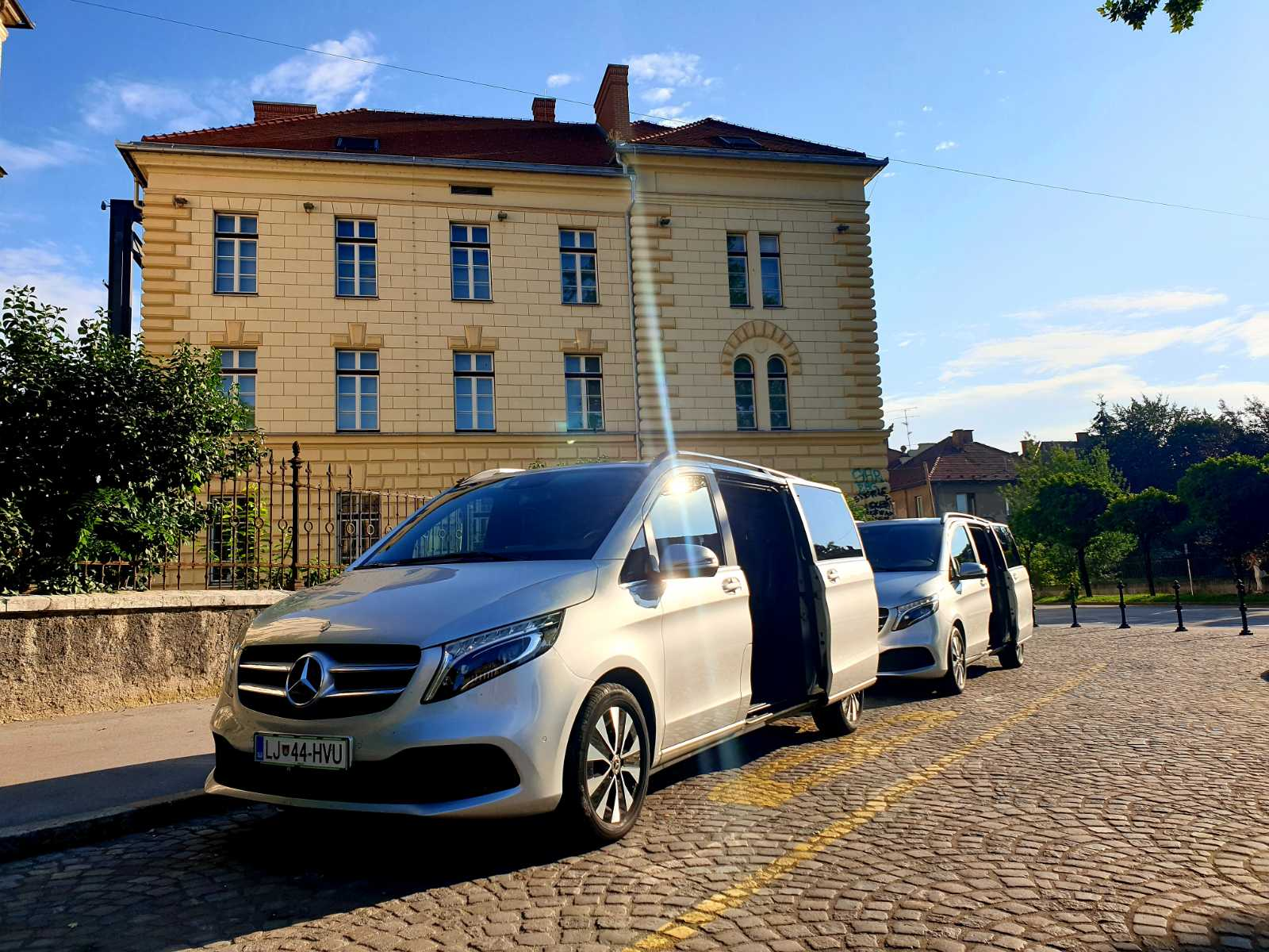 rental of Mercedes-Benz V Class or similar business-class vans